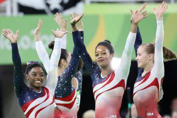Grote vreugde in het Amerikaanse team met de overwinning!