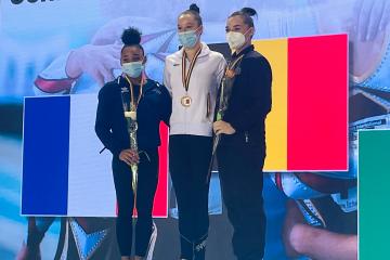 Nina Derwael pakt goud aan de brug - FIT2021